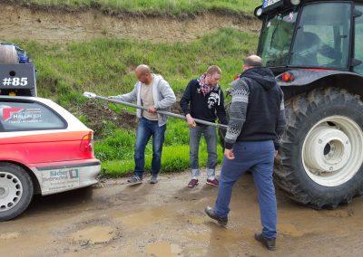 Traktor zieht Wilma raus