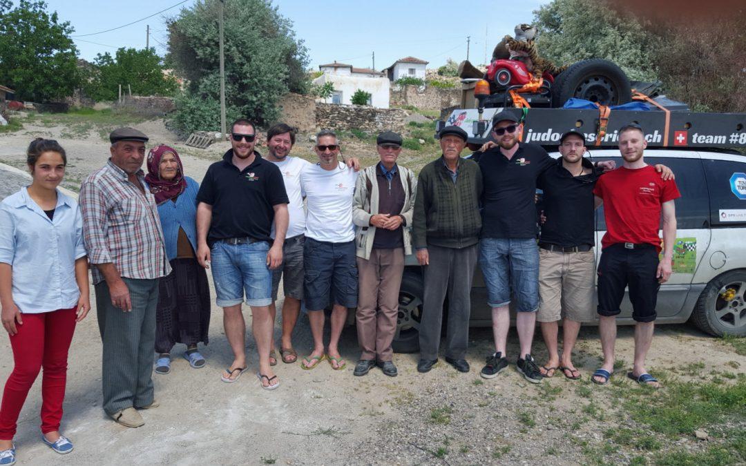 Sonderprüfung: Älteste Person in einem Dorf finden