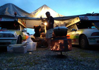 Unsere Wagenburg mit Feuer